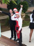 kubanische Weihnachtsmänner - auch dieser Job ist schlecht bezahlt, deshalb müssen sie nebenbei noch Kellnern