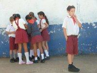 kubanische Schulkinder in Uniform