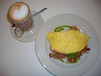 Fruehstueck im Lola's Cafe