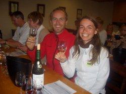 Viki und Bernd beim Wein verkosten